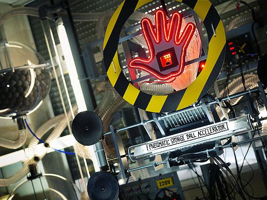 Pneumatic Sponge Ball Accelerator